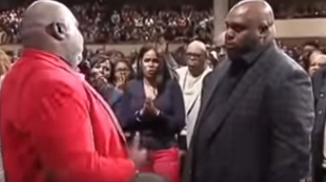 Bishop T D  Jakes prays for Pastor John Gray to remove the